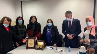 "Photo of التحقت بوزارة الصحة منذ 35 عاما .. ""الصحة "" تكرم الصيدلانية رانية شاهين"